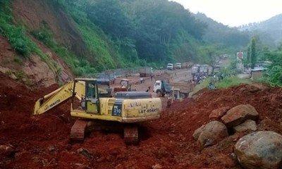 Landslide Creates Havoc Shillong – Guwahati Expressway.