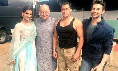 Salman-Shah Rukh Bhai Bhai!