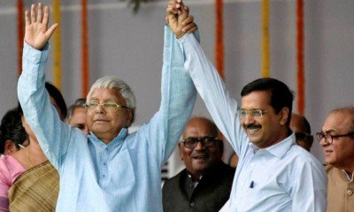 Kejri attends Nitish swearing in, distances himself from Lalu