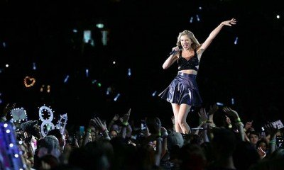Taylor Swift meets her mirror image