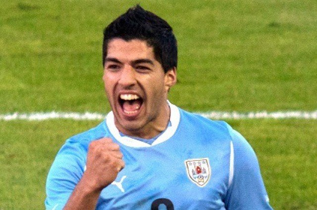 Luis_Suárez_vs._Netherlands_(cropped)