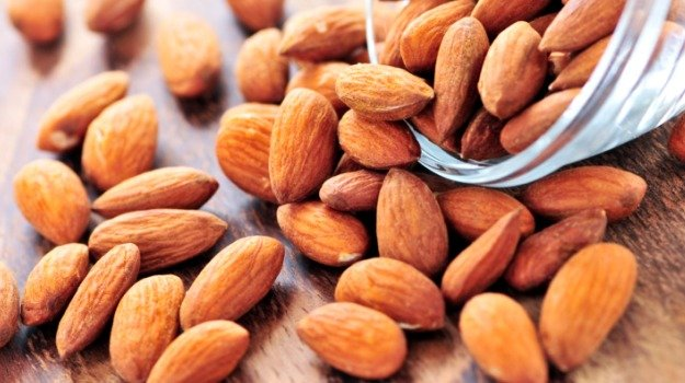 almonds-raw_625x350_51421213477