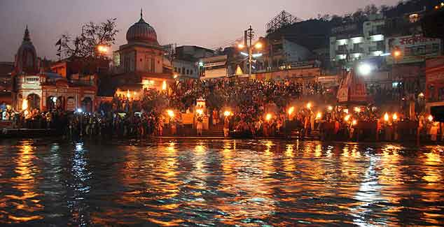 Picture-3-every-night-Ganga-Arti-Prayers-to-river-ganges-at-haridwar