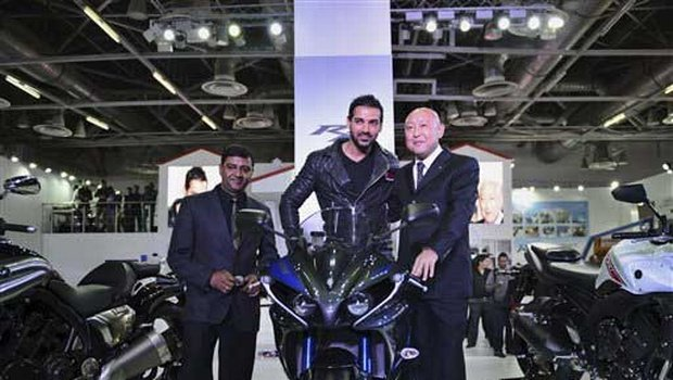 Auto Expo: Bike Lover John Abraham launched Yamaha MT -09