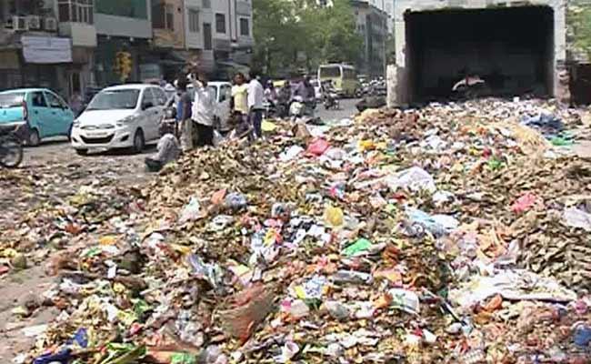 delhi-garbage_650x400_81427570117