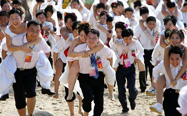 During-a-mini-marathon-celebrating-the-New-Year-grooms-run-with-their-brides-in-Sanya-in-south-Chinas-Hainan-province-