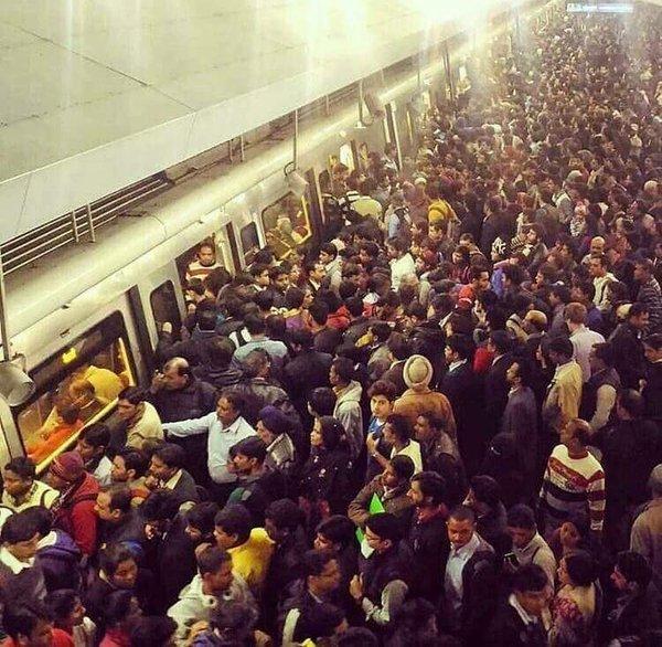 Metro needs 916 coaches to overcome overcrowding in metro