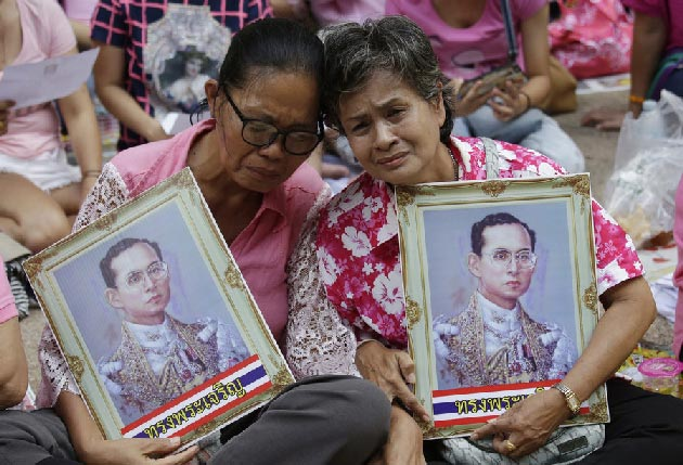 People are running out of black clothes after the death of Thai King