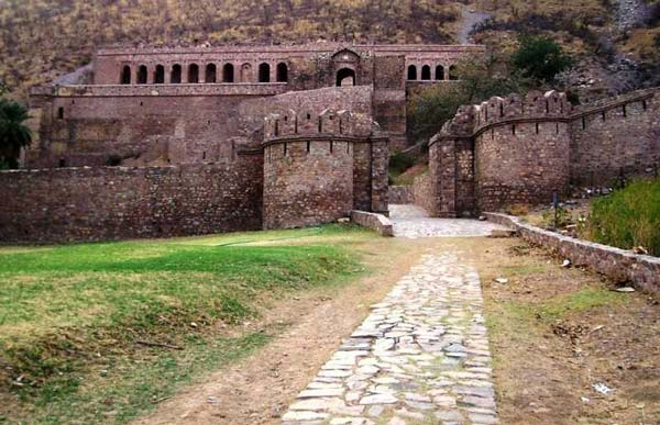 Adventure lovers, here are India's five most haunted places for adventure!