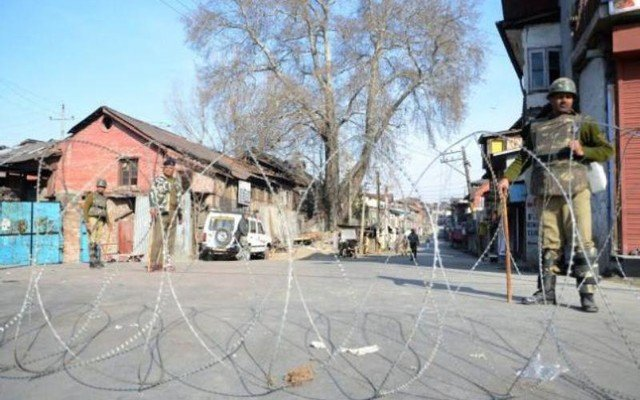 Curfew, restrictions continue to haunt Kashmir for 27th day
